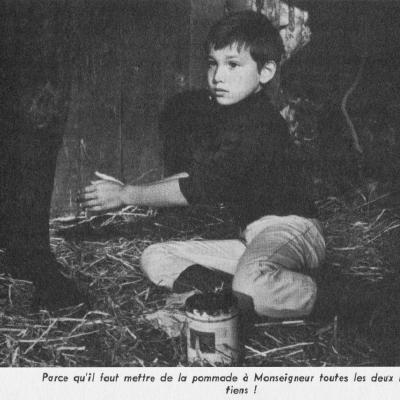 Il dort dans le box de Monseigneur pour continuer à le soigner la nuit