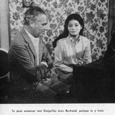 Après une manœuvre de son père, Sylvia accepte d'épouser Bertrand