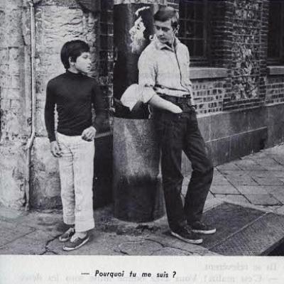 Sébastien interroge le jeune qui le suit dans la rue
