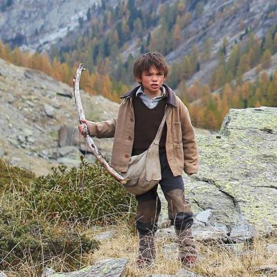 124) Sébastien brandi un bâton pour faire rempart devant son amie