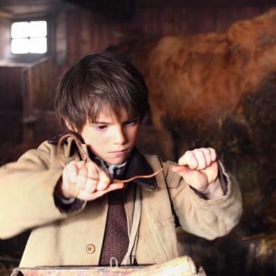 131) Enfin il se calme et prépare une clé avec un fil de fer