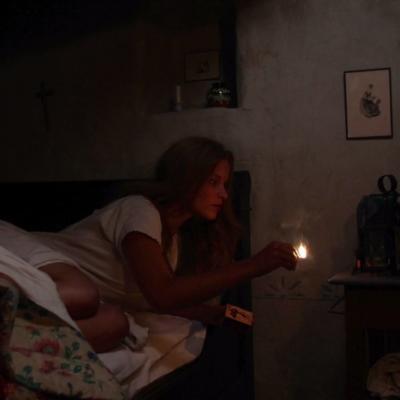 141) Angelina l'entend arriver