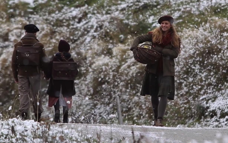 Angelina revient au village après une course