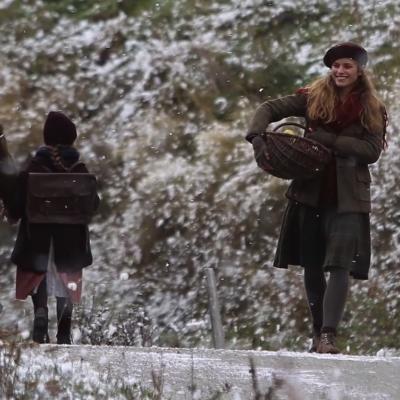 167) Angelina revient au village après une course