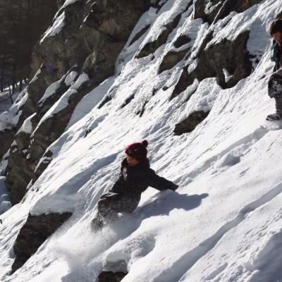 220) Jeux dans la neige