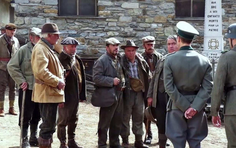 Les chasseurs subissent les questions des Allemands