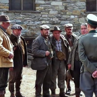 24) Les chasseurs subissent les questions des Allemands
