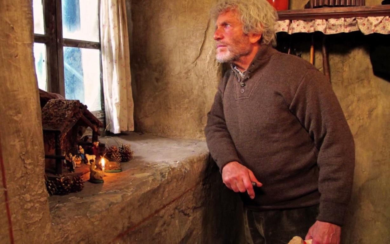 Le vieil homme attend Sébastien