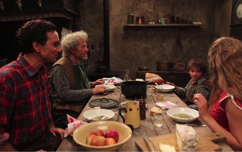 Sébastien raconte à Angelina et Guillaume l'histoire du cabri