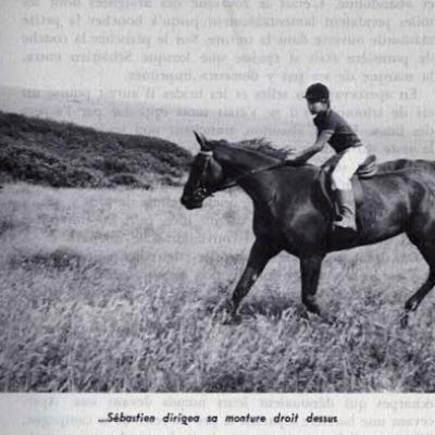 Sébastien monte le fougueux cheval que son oncle a acheté pour lui