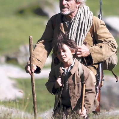 7) César et Sébastien ramène le petit chamois à la bergerie.
