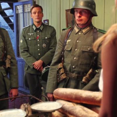 48) Les soldats Allemands et leur chef