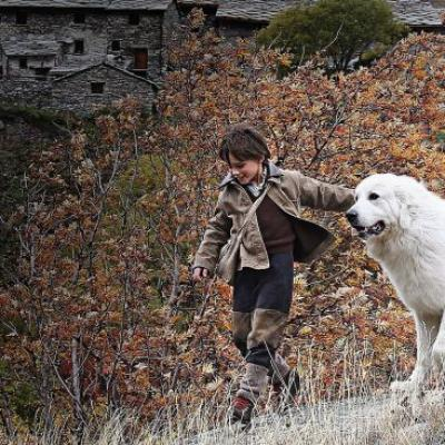 93) Ils parcourent la montagne ensemble