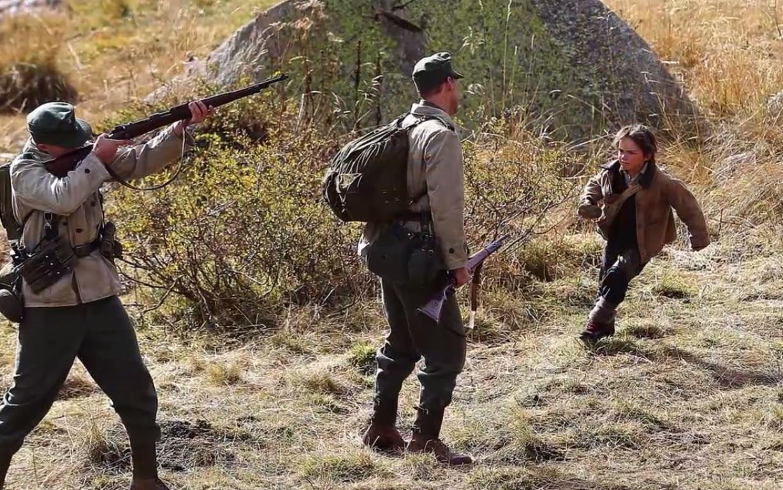 Il s'agit de soldats Allemands qui tirent sur des biches