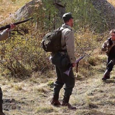 97) Il s'agit de soldats Allemands qui tirent sur des biches